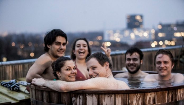 buy-portable-inflatable-hot-tubs-for-6-people