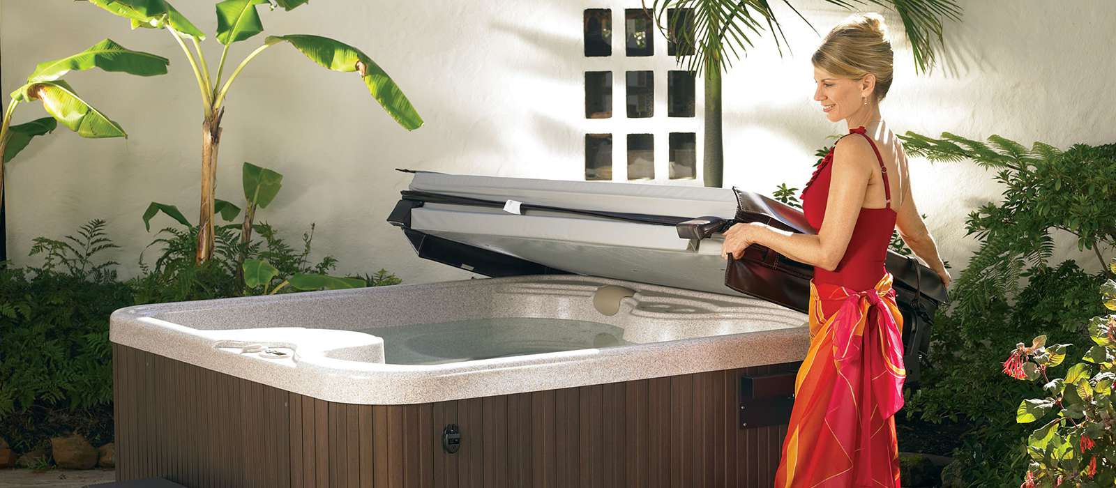 Small hot tubs pros and cons best hot tubs spas for Small hot tubs for small spaces