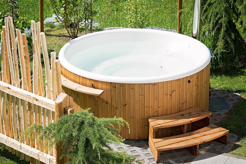What does it cost to run a hot tub