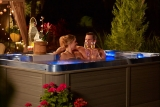 How to Have the Perfect Romantic Night in Your Hot Tub